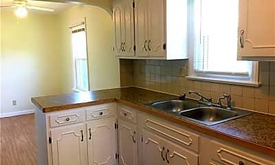 Kitchen, 1685 Redwood Ave, 1