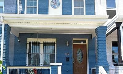1702 Montello Ave NE, 2