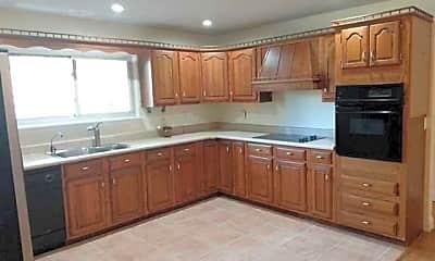 Kitchen, 307 Wildwood Dr, 1