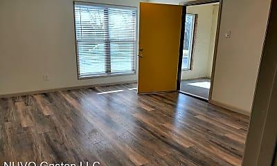Living Room, 5109 Gaston Ave, 2