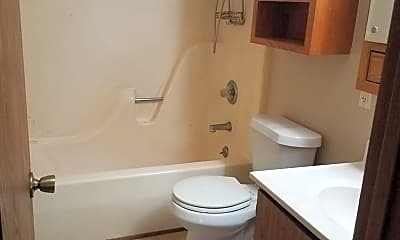 Bathroom, 622 W Washington Ave, 2