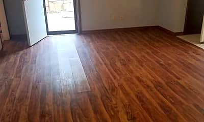 Living Room, 904 Delmar Cir, 2