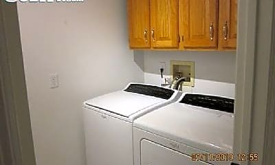 Bedroom, 809 N Hanley Rd, 2