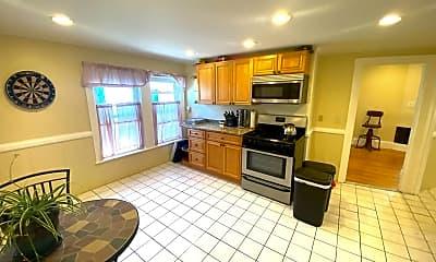 Kitchen, 172 Walnut St, 1