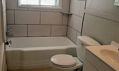 Bathroom, 514 Lundee St, 2
