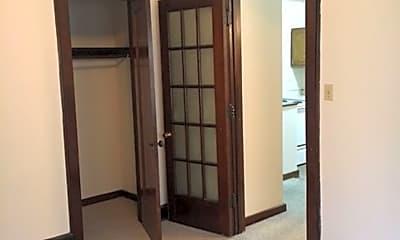 Bedroom, 2324 W Wisconsin Ave, 2