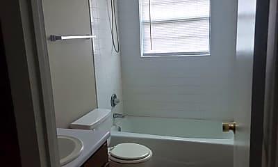 Bathroom, 939 S Main St, 2