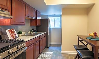 Kitchen, Pembroke Town Center Apartments, 1