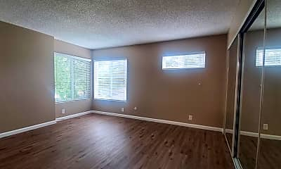 Living Room, 507 N Curtis Ave, 2