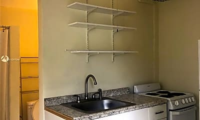 Kitchen, 4924 SW 44th Ave 2, 1