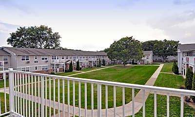 Patio / Deck, Hawthorne Court, 2