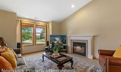 Living Room, 1515 Davis Ave S, 1
