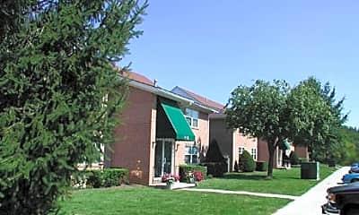 Building, Lynn Court Apartments, 0