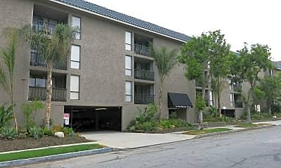 El Patio Apartments, 1
