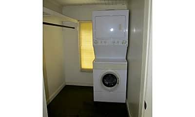 Bathroom, 609 Vernon St B, 2