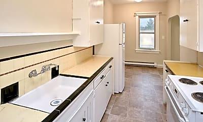 Bathroom, 220 W Meeker St, 1