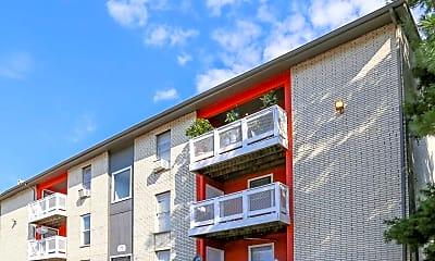 Building, Fox Run Apartments, 0