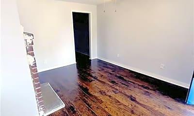 Living Room, 729 E Waldburg St A, 2