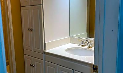 Bathroom, 584 Nichols Blvd, 1