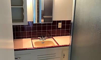 Bathroom, 905 Santa Clara Ave, 2