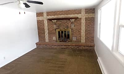 Living Room, 1619 Comanche Rd, 1