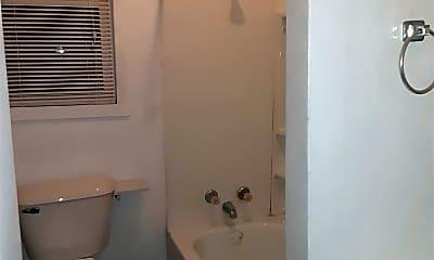 Bathroom, 3924 Catalpa St, 2