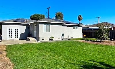 Building, 709 Goldenrod St, 2