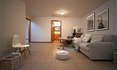 Living Room, 566 Lulu Ln, 1