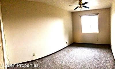 Living Room, 607 W Michigan Ave, 2