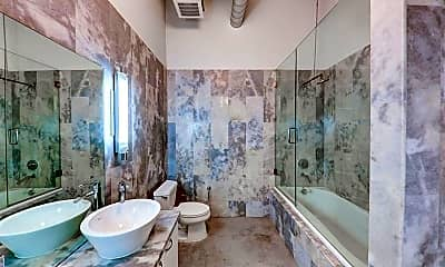 Bathroom, 435 N Andrews Ave 402, 2