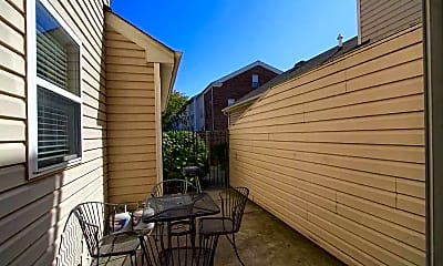Patio / Deck, 938 Louise Ave, 2