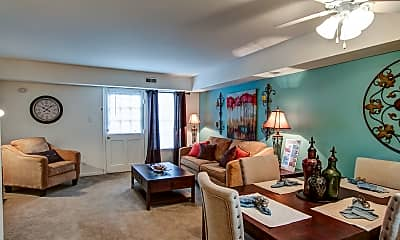 Living Room, London Towne, 1