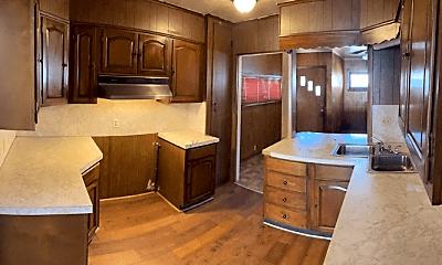 Kitchen, 3132 Looney St, 1