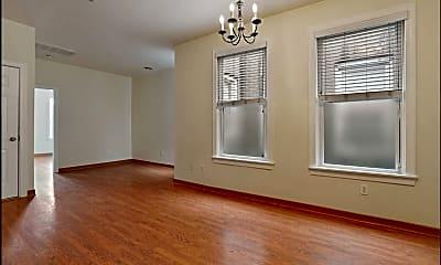 394 Woodlawn Avenue, 1