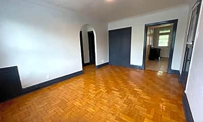 Living Room, 4329 S Grand Blvd, 1