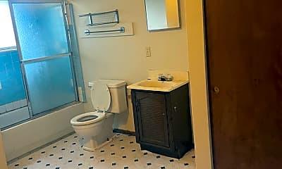 Bathroom, 739 Lodge Ave, 2