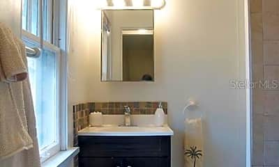 Bathroom, 916 2nd St N B, 2