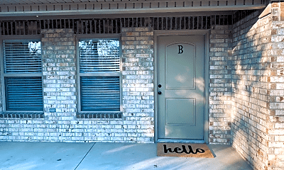 Bathroom, 410 W Matthews Ave, 2