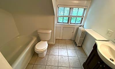Bathroom, 2086 Iuka Ave, 2