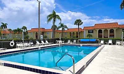 Pool, 717 US-1 912, 1