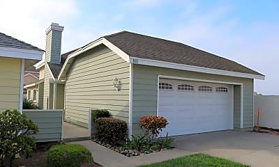 Building, 801 Windward Ln, 1