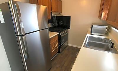 Kitchen, 111 Greenbriar Ct, 1