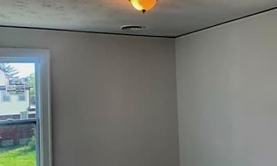 Bedroom, 13935 Robson St, 2