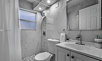 Bathroom, 1501 N Federal Hwy 2, 2