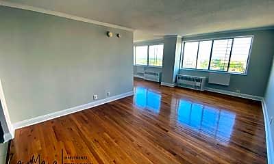 Living Room, 40 E Sidney Ave 21E, 1