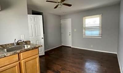 Kitchen, 1230 N Beachwood Dr, 2