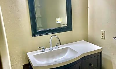 Bathroom, 2805 22nd St, 2