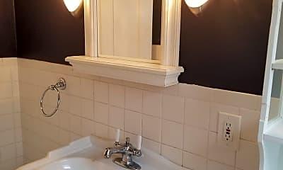 Bathroom, 4225 S Grand Blvd, 2