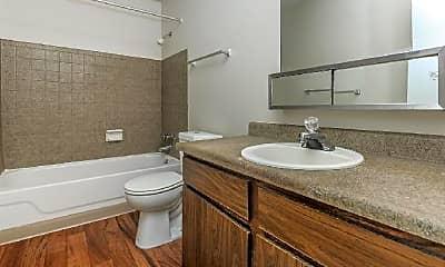 Bathroom, 2110 E La Salle St, 2