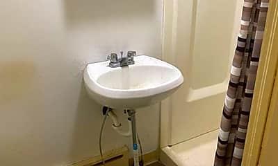 Bathroom, 927 Penn Ave, 2